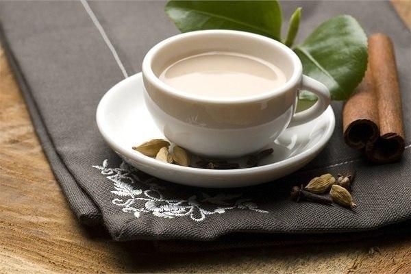 Полезный напиток для вечера: молоко со специями
